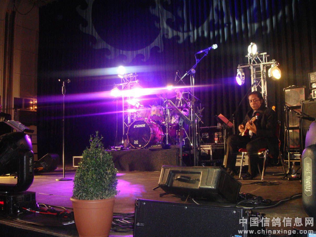 2012年1月13日周五晚七点(当地时间),欧洲杯鸽王颁奖典礼在图片