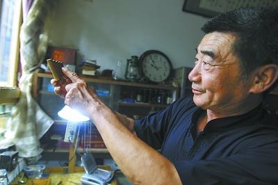 传统的北京鸽哨分为四大类,葫芦类、联筒类、星排类、星眼类。不同类别发音也不相同。